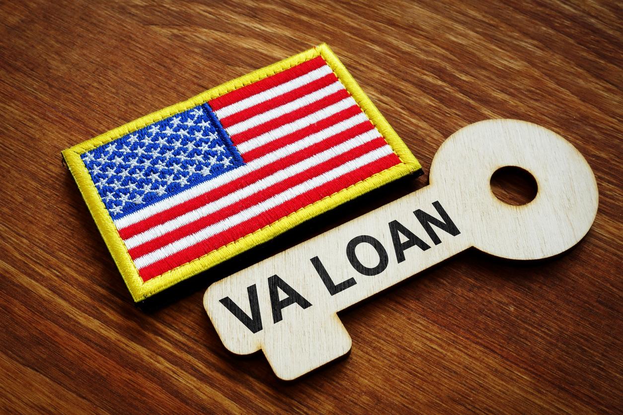 VA loan US flag